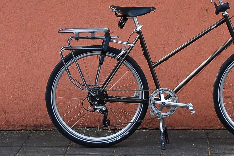 จักรยานติด rack และขาตั้งคู่