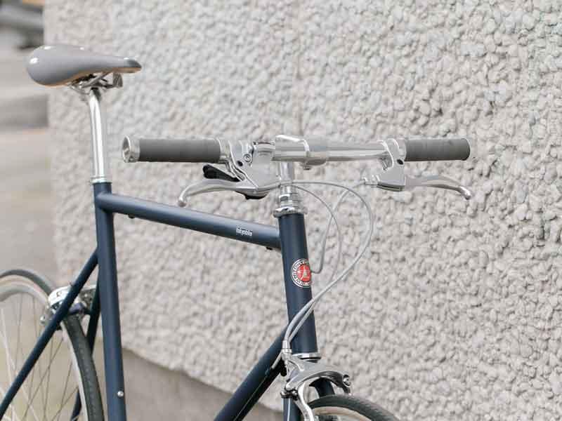 จักรยาน รุ่น tokyobike 26 แต่งให้ดู sport ขึ้นด้วยชุดเบาะและกริป brooks
