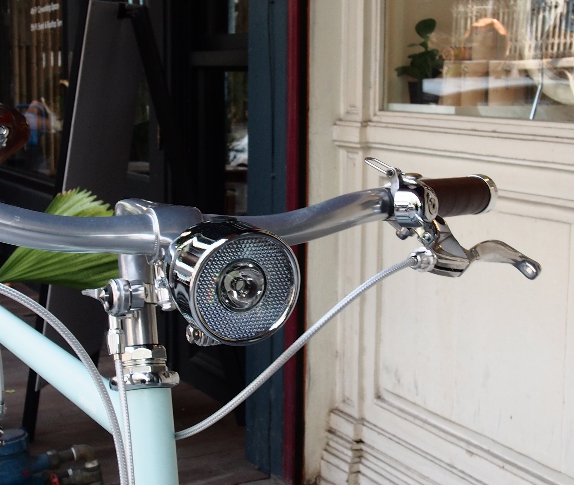 เพิ่มความคลาสสิก ด้วยมือเกียร์แบบ thumbshifter ที่คอจักรยาน โตเกียวไบค์